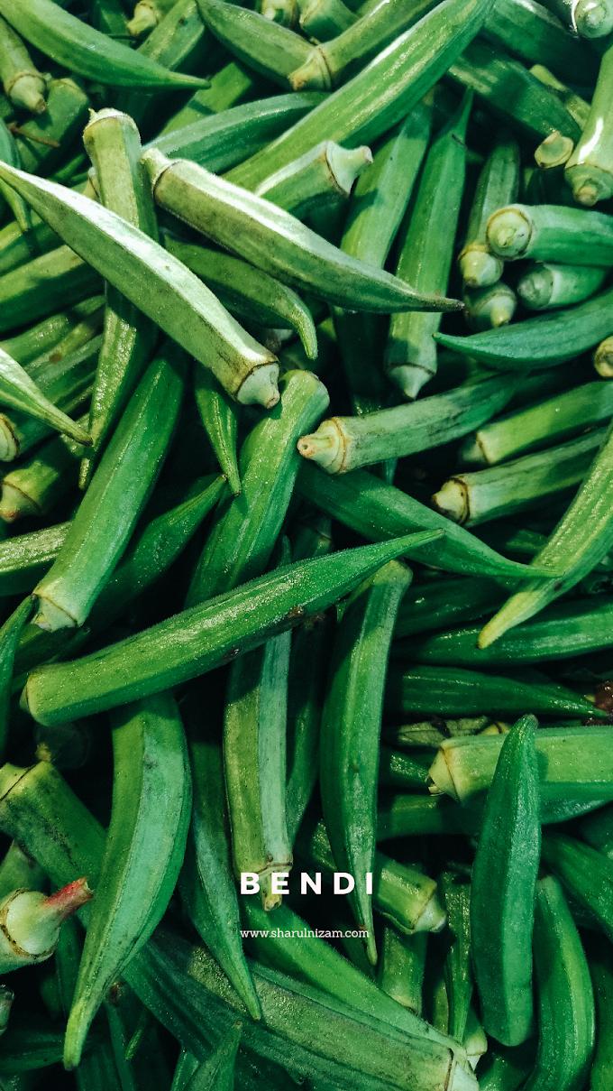 Merakam Gambar Sayur-sayuran Tempatan Di Pasar Tani Danau Kota