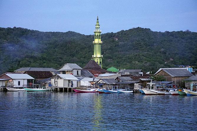 Menara Masjid Karimunjawa menjulang tinggi