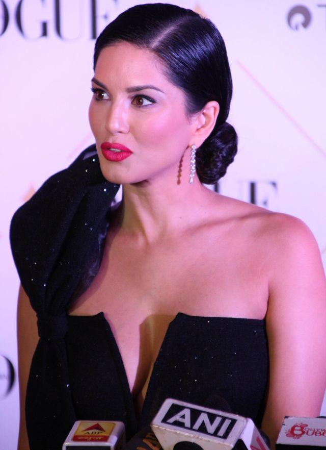 Sunny Leone At 2017 Vogue Beauty Awards In Hot Black Dress