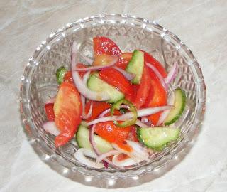 salaqte, salata de sezon, sanatate, alimentatie, nutritie, dieta, retete salata cu rosii ceapa si castraveti, garnituri, retete culinare, retete de mancare, fel de mancare,