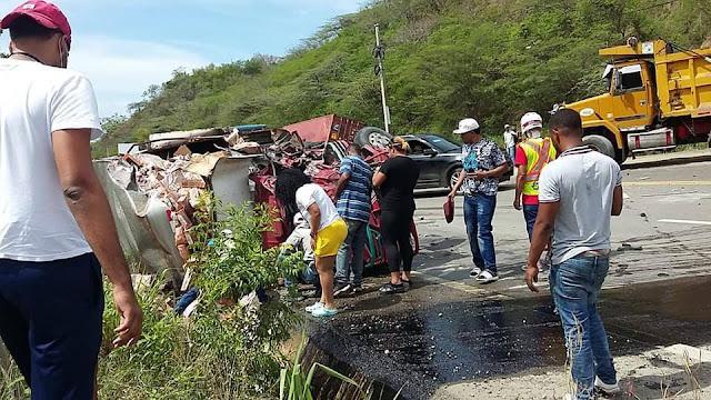 Triple choque de camiones deja un muerto y dos heridos en carretera Puerto Plata-Navarrete