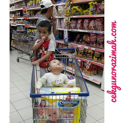 cerita keibubapaan, shopping bersama anak, shopping di Tesco