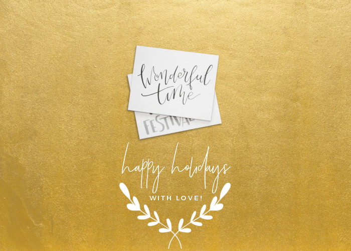Happy Holiday with love - Gold background with wreath and envelops e-card