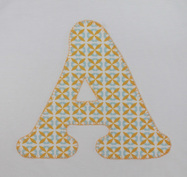 camiseta de niño con la inicial A