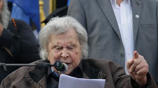 Οι επιθέσεις στον Μίκη και η ευκαιρία για αλλαγή σκηνικού στο Σκοπιανό