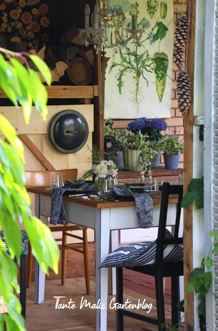 Sommerliche Tischdekoration Gartenlaube