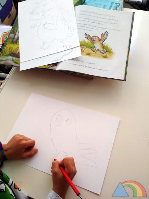 Dibujando los personajes del libro El Grúfalo sobre cartulina