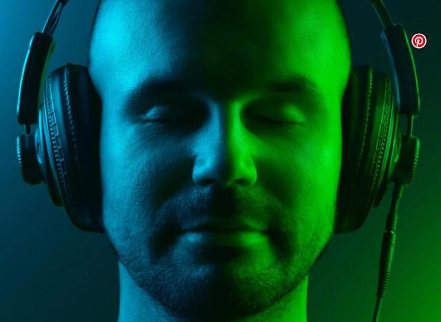 MUNDO: Escuchar música antes de dormir interfiere en el sueño.