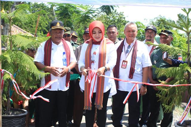 Bupati Klaten Tandatangani Prasasti Betonisasi Jalan Sidowayah