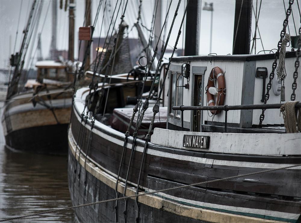 Helsinki, Uusivuosi, streetphotography, valokuvaus, valokuvaaja Frida Steiner, arkkitehtuuri, ardhitecture, Suomi, Finland, visitfinland, visithelsinki, purjevene, vene, sailing boat