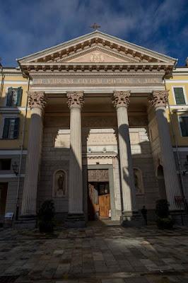 Facciata esterna della Cattedrale di Santa Maria del Bosco