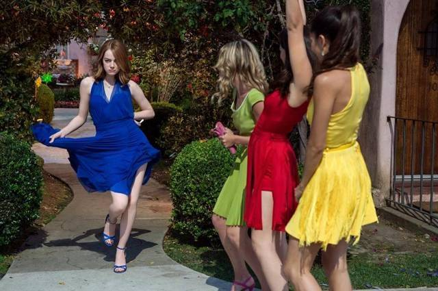 "Emma Stone shows off the dazzling wardrobe of ""La La Land"""