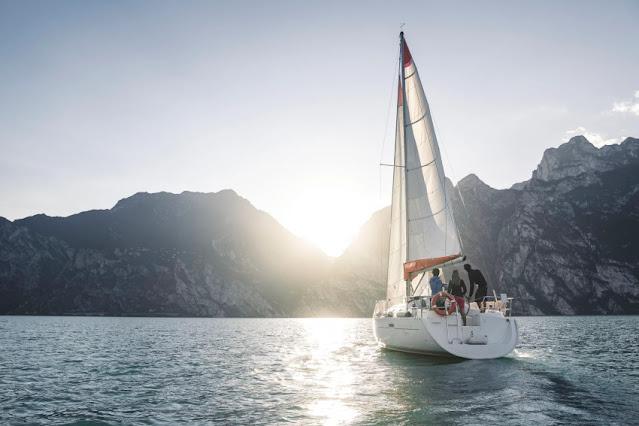 barca a vela lago di garda con skipper