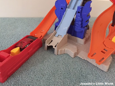Hot Wheels Nitrobot Attack track set review