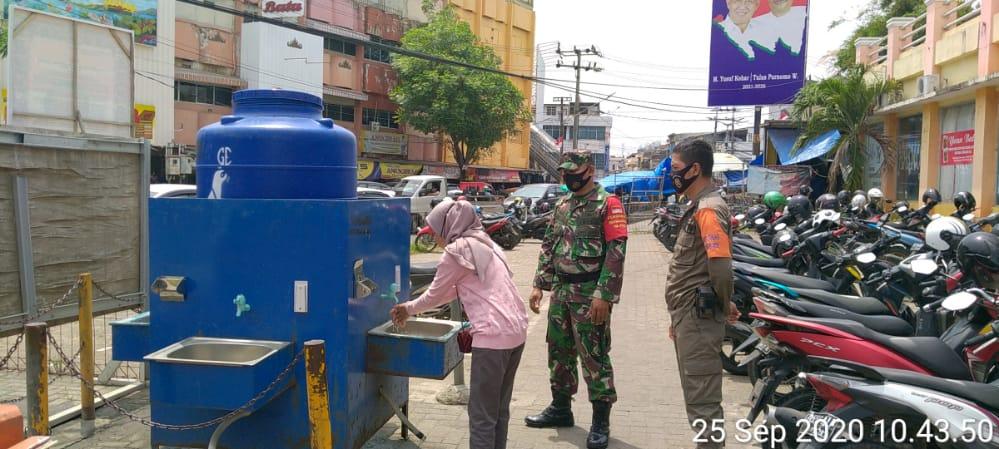 Tim Patroli Gabungan Gugus Tugas Percepatan Penanganan Covid-19 Kota Bandar Lampung melaksanakan penegakan di Pasar Bambu Kuning