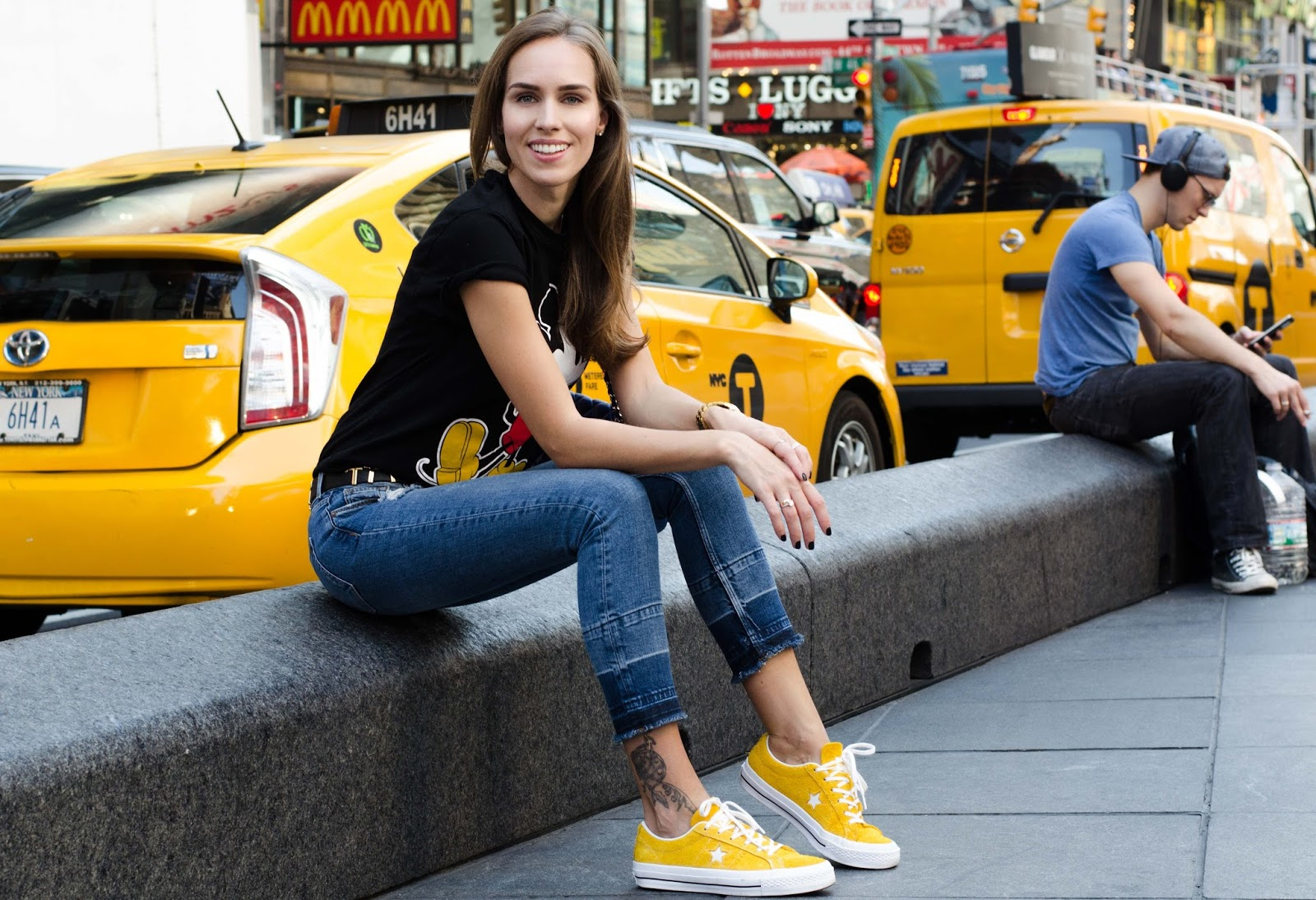 yellow converse sneakers outfit