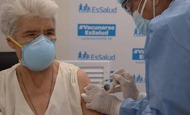 Tercer padrón de vacunación a adultos mayores de EsSalud