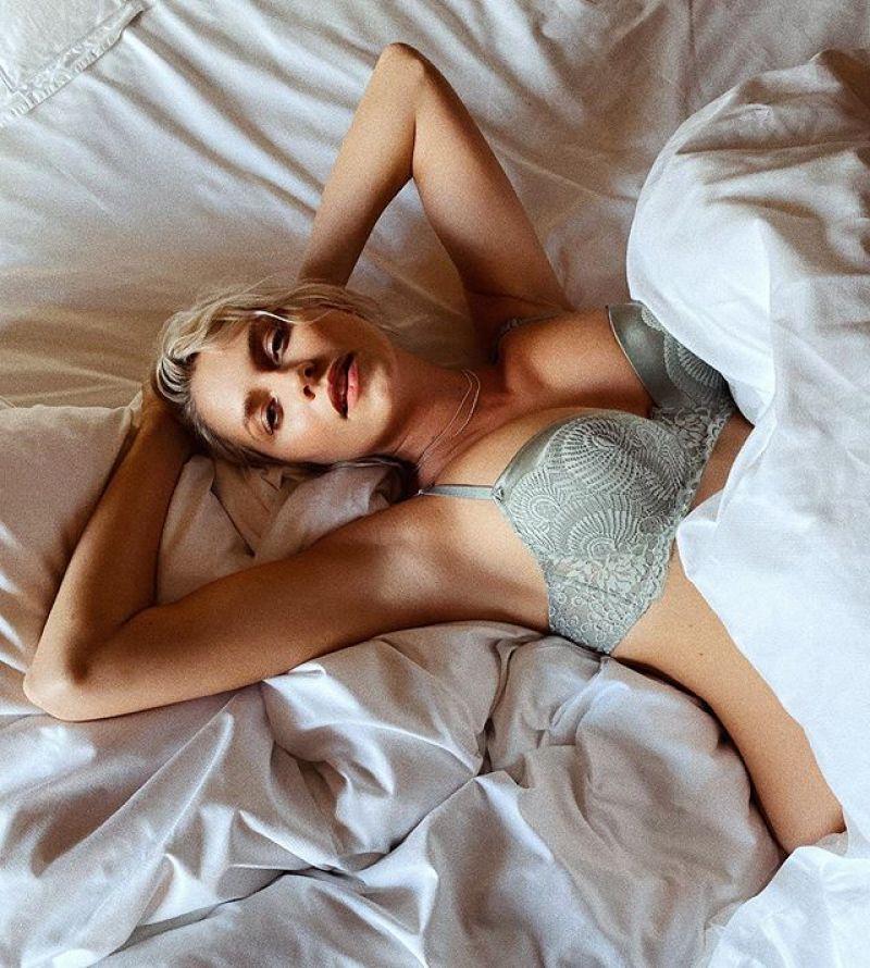 Pregnant Lena Gercke– Insta Clicks 26 Apr-2020