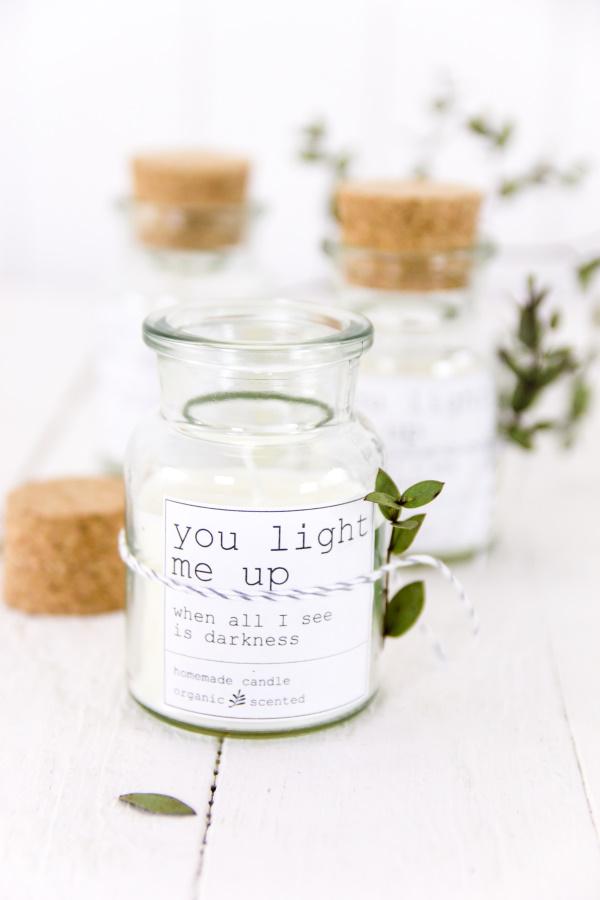 DIY Kerzen zum Valentinstag: Bio-Sojakerzen mit schlichtem Etikett zum Ausdrucken (Freebie)