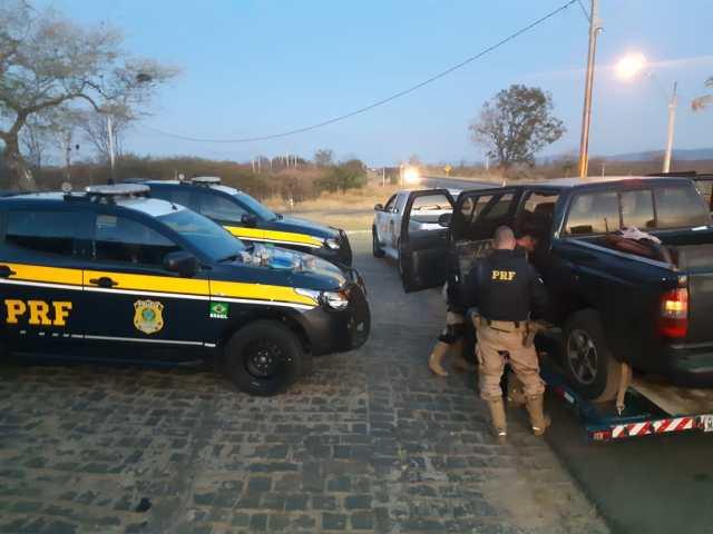 Casal é preso no Sertão pela PRF transportando 12 kg de maconha e 4 kg de cocaína