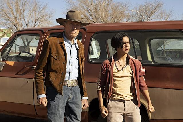 Clint Eastwood y Eduardo Minett. Fotograma de HBO Max.