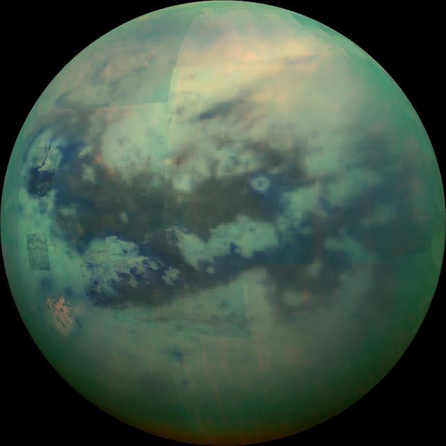 Một Titan óng ánh được chụp bởi tàu Cassini vào ngày 4 tháng 12 năm 2015. Hình ảnh: NASA/JPL.