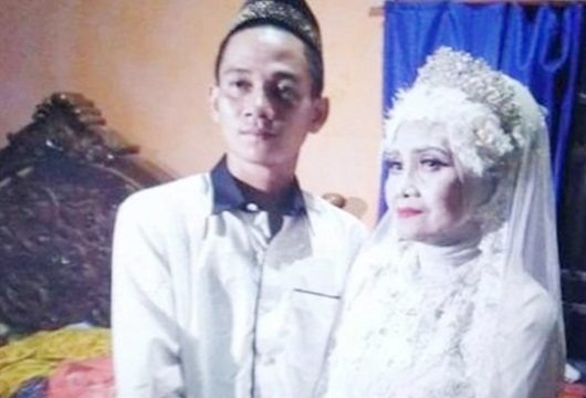 Kisah Haru Mantili, Nenek 56 Tahun Dinikahi Brondong setelah 13 Kali Menjanda