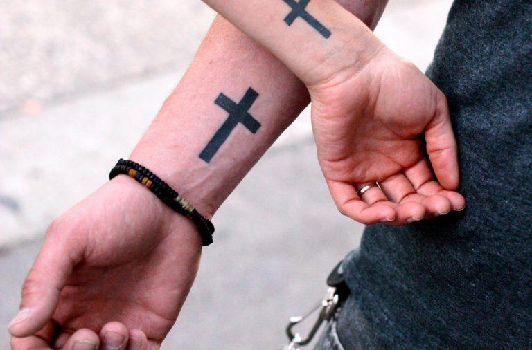 dos tatuajes de cruces para pareja