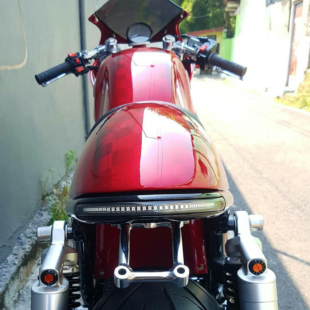 Hornet Cafe Racer CB400 SF