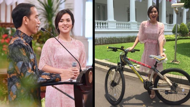 Raisa mendapat hadiah sepeda dari Jokowi
