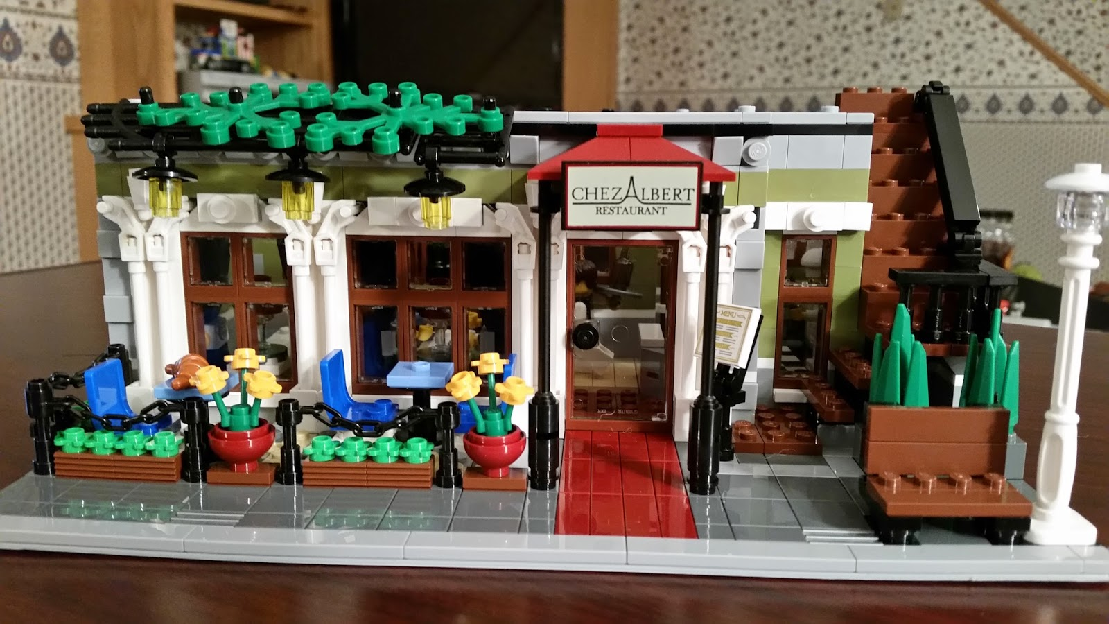 Playing With Bricks Lego 10243 Parisian Restaurant Review