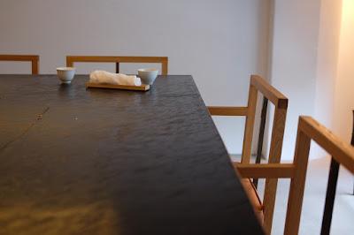 東京の日本茶専門店 櫻井焙茶研究所 カウンターと椅子