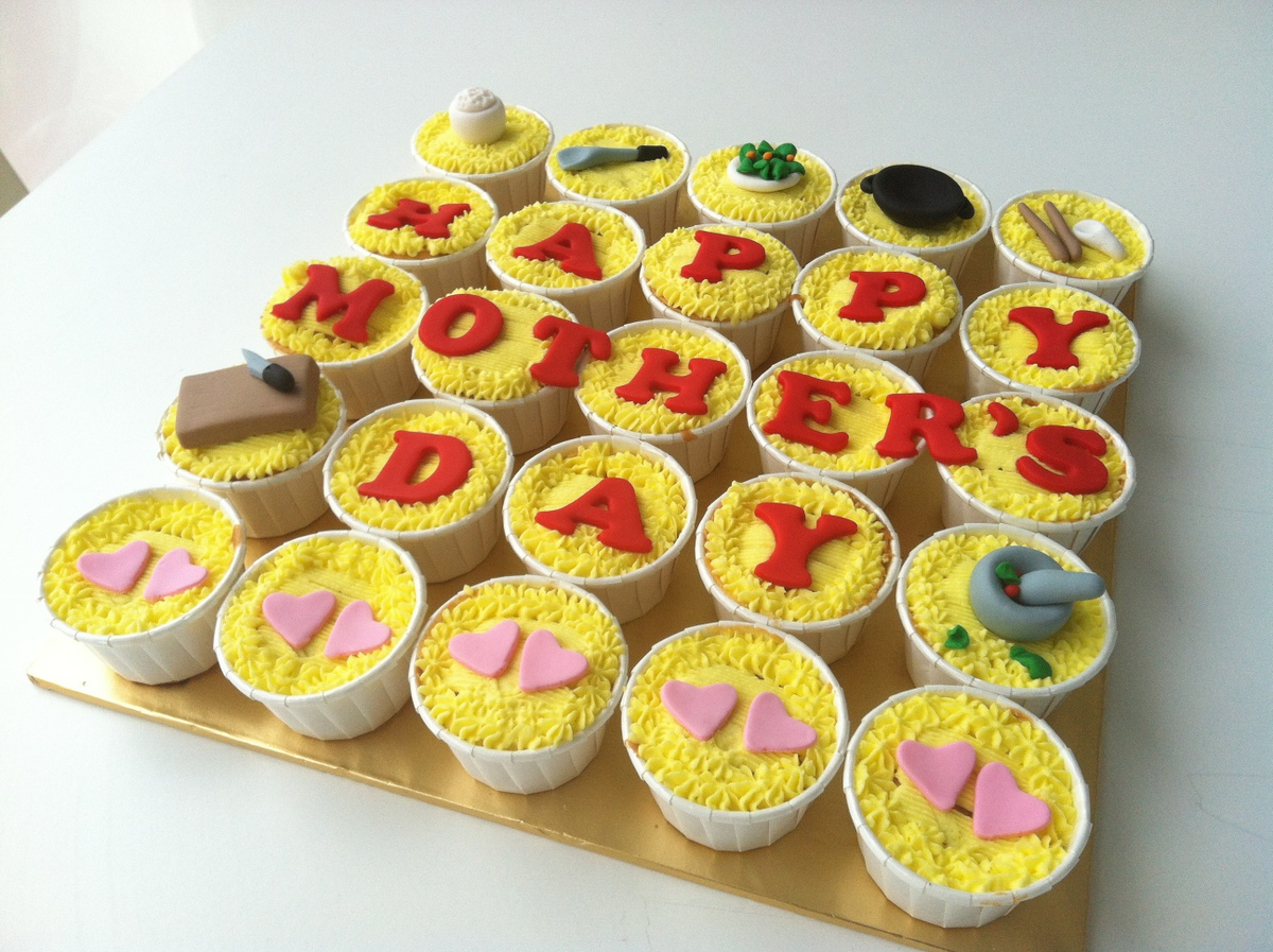 TeaRoom by Bel Jee: Special Design Mother's Day Cupcakes
