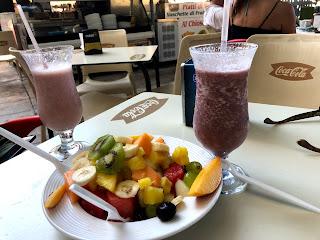 petit gouter a Palerme avec une salade de fruits et des milkshake