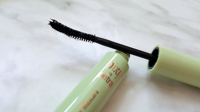 Lashes Layered to Pixi Perfection, Prime + Protect, Black Lacquer Lash Primer, Lengthen and Tint, Lengthen Fiber Mascara, Waterproof and Lift, Lash Booster Mascara, Lower Lash Mascara, Canadian Beauty Blogger, Beauty Blogger, Pixi Beauty, Pixi Mascara, Beauty Blog,  Canada, Canadian Blogger, toronto, The 6