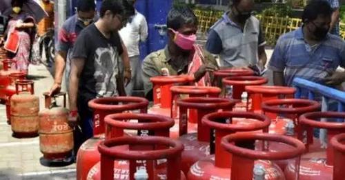 1 हजार रुपए का हो सकता है घरेलू गैस सिलेंडर, सब्सिडी बंद कर सकती है सरकार