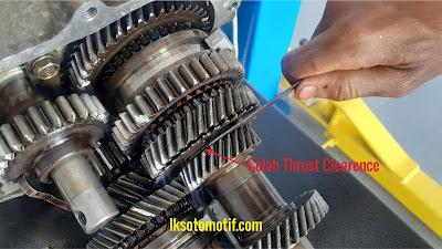 cara pengukuran celah thrust clearence transmisi manual