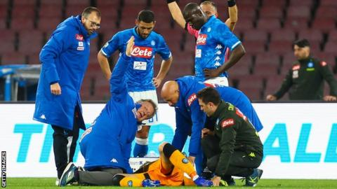 Arsenal Goalkeeper, Ospina Collapses During Napoli Game