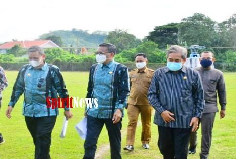 Gubernur Sulsel Bersama Dua Bupati Tinjau Daerahnya Masing Masing Lewat Udara