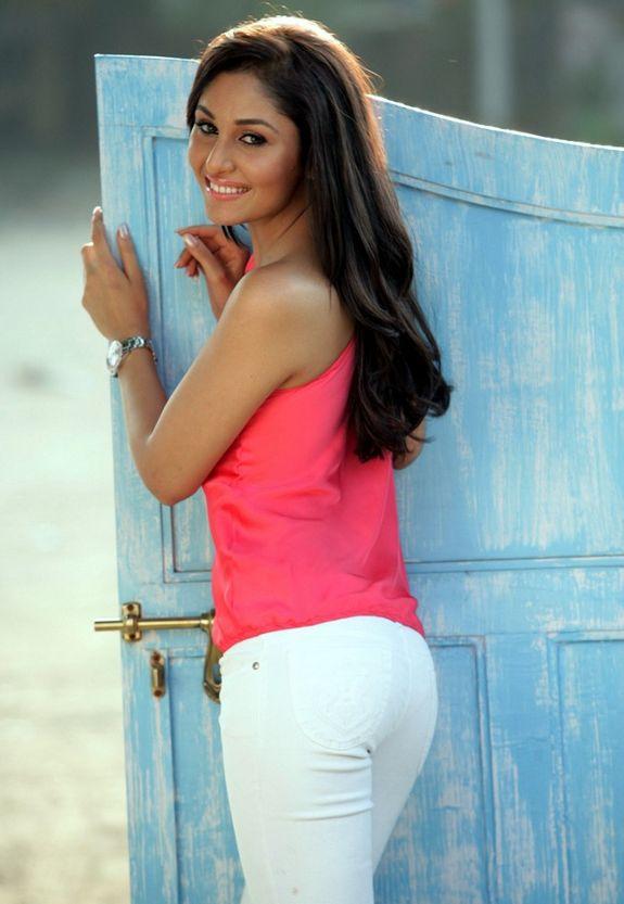 Miss Pooja Nude Pics