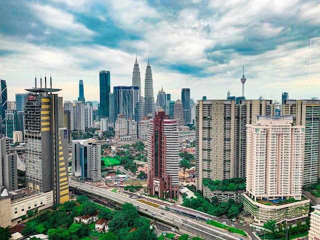 Kuala Lumpur - gdzie spać? [NASZ NOCLEG Z BASENEM NA DACHU]