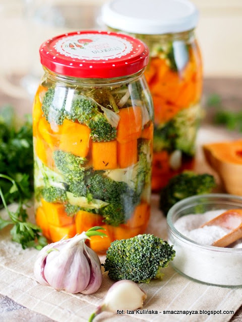 kiszonka, kiszone warzywa, brokul i dynia pizmowa, witaminy w sloiku, kiszenie w domu, domowe przetwory