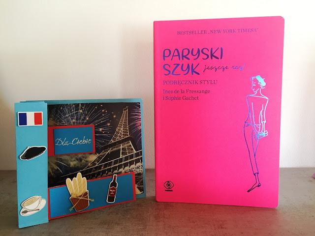 """Recenzje #140 - """"Paryski szyk jeszcze raz! Podręcznik stylu"""" - okładka książki - Francuski przy kawie"""