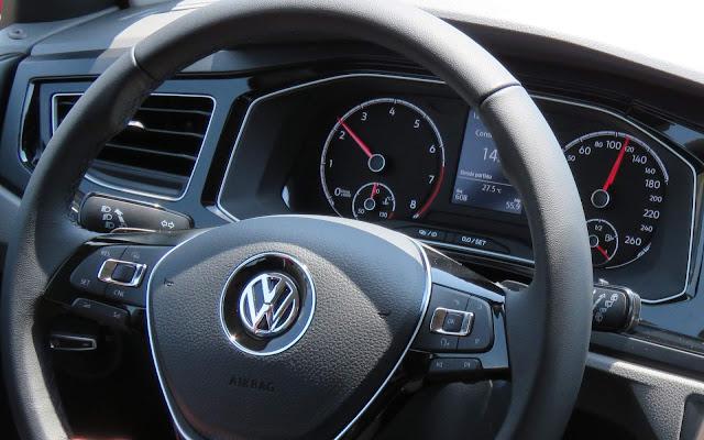 Volkswagen Polo 200 TSI Comfortline - interior - painel