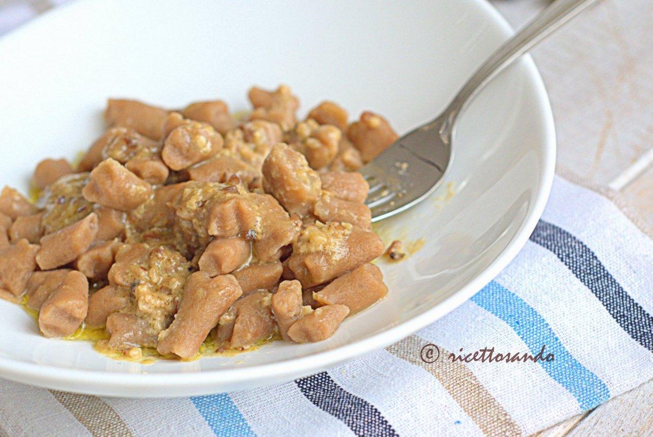 Gnocchi di castagna in salsa di noci ricetta primi piatti vegetariani