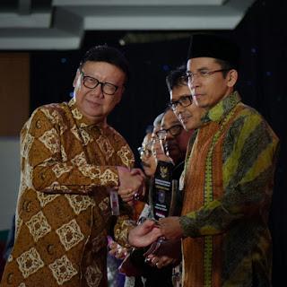 Pemerintah Pusat Anugerahi Leadership Award Kepada TGB