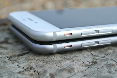 iPhoneを2台重ねた図