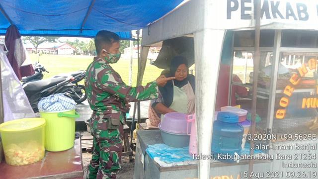 Bersama Dengan Pedagang Kaki Lima Personel Jajaran Kodim 0208/Asahan Laksanakan Komsos