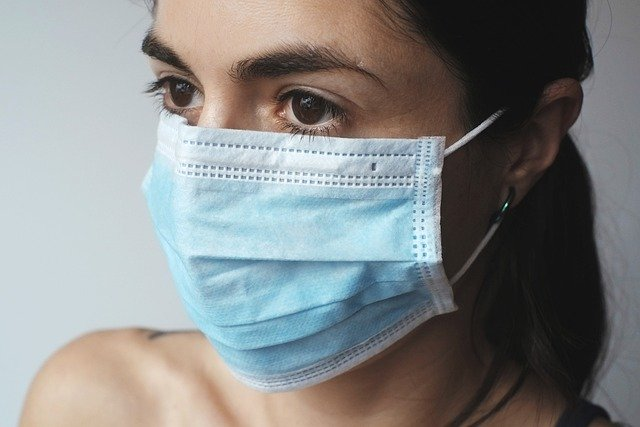 lady with mask to protect herself from corona virus