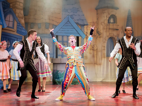 Snow White and the Seven Dwarfs (Pantomime), Pavilion Theatre, Worthing | Review